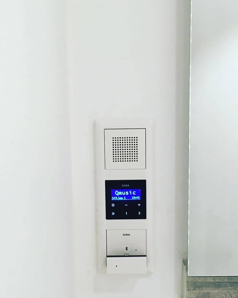 Inbouwradio- ideaal voor muziek in de badkamer   De Backer Technics