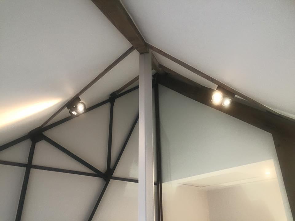 Plaatsen van elektriciteit en verlichting in een loft te Hamme   De ...